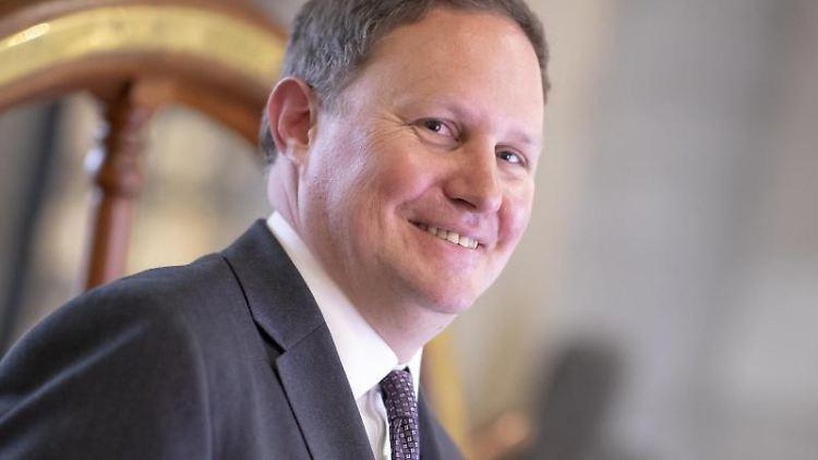 Carsten Brosda (SPD), Senator für Kultur und Medien in Hamburg, lächelt. Foto: Felix König/Archivbild