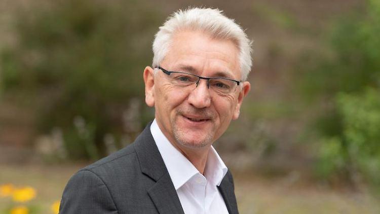 Mike Bischoff, SPD-Fraktionsvorsitzender in Brandenburg, kommt zu den Sondierungsgesprächen. Foto: Soeren Stache