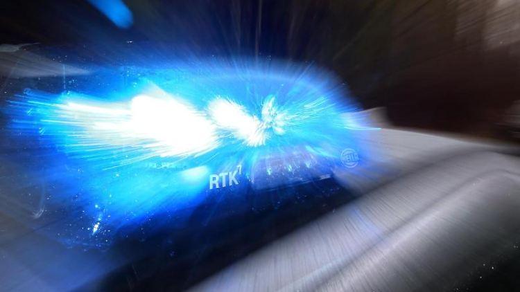 Ein Streifenwagen mit Blaulicht. Foto:Karl-Josef Hildenbrand/Archivbild