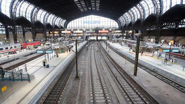 Die Bahnhofshalle des Hamburger Hauptbahnhofs. Foto: Bodo Marks/Archivbild