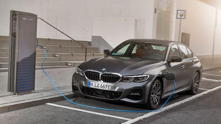 BMW_3_Series_Plug-in_Hybrid-061.jpg