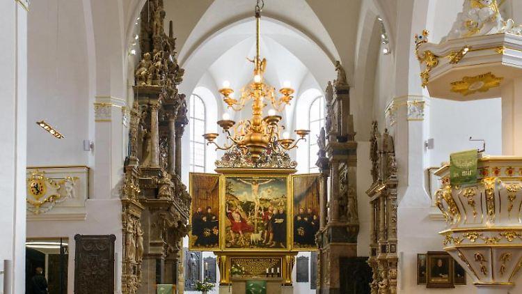 Der Altarraum und die Kanzel der Stadtkirche St. Peter und Paul (auch Herderkirche genannt). Foto: arifoto UG/Archivfoto