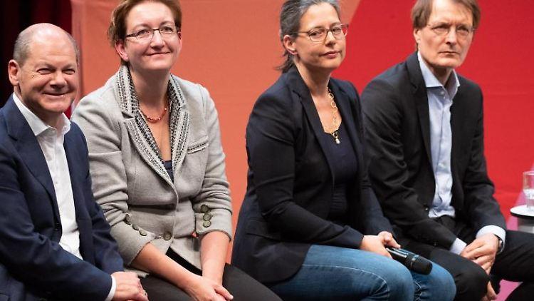 Olaf Scholz, Klara Geywitz, Nina Scheer, Karl Lauterbach zur Kandidatenvorstellung für den SPD-Vorsstz. Foto:Christian Charisius/Archivbild