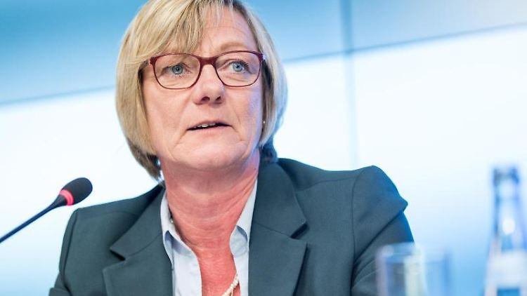 Edith Sitzmann, Finanzministerin von Baden-Württemberg, spricht während einer Pressekonferenz. Foto:Sebastian Gollnow/Archiv