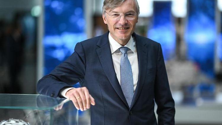 Wolf-Henning Scheider, Vorstandsvorsitzender der ZF Friedrichshafen AG, steht nach der Jahrespressekonferenz im ZF-Forum. Foto: Felix Kästle/Archiv