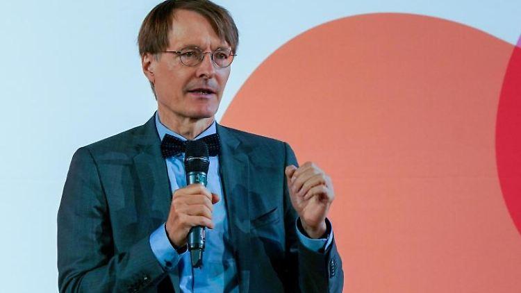 Der SPD-Gesundheitsexperte Karl Lauterbach spricht Vorstellung der Kandidaten für den SPD-Bundesvorsitz. Foto: Peter Endig/Archivbild