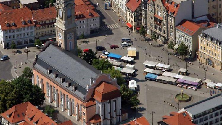 Blick auf die Innenstadt von Eisenach mit der Georgenkirche. Foto: Jan-Peter Kasper/Archiv