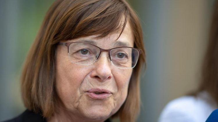 Ursula Nonnemacher (Grüne),Fraktionschefin, beatwortet Fragen von Journalisten. Foto: Monika Skolimowska/Archivbild