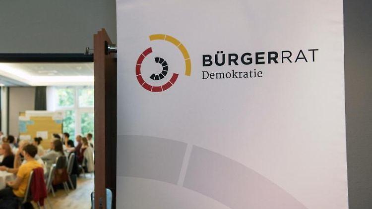 Teilnehmer des Bürgerrates Demokratie in einer Veranstaltung in Leipzig. Foto: Hendrik Schmidt/Archivbild