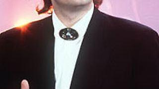Johann Hölzel alias Falco war einer der erfolgreichsten deutschsprachigen Musiker aller Zeiten. Bis heute verkauften sich seine Platten 50 Millionen mal. Als einziger Künstler schaffte er es mit einem Song in deutscher Sprache auf Platz eins der US-Charts. Am 6. Februar 1998 kam er bei einem Autounfall ums Leben.