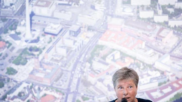 Katrin Lompscher (Die Linke), Berliner Senatorin für Stadtentwicklung und Wohnen. Foto: Kay Nietfeld/dpa