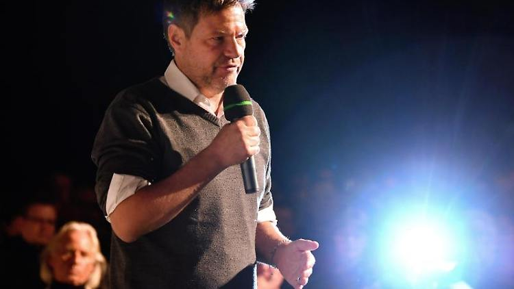 Robert Habeck (Bündnis90/Die Grünen) nimmt an einer Wahlkampfveranstaltung der Grünen Thüringen teil. Foto: Martin Schutt/dpa-Zentralbild/dpa