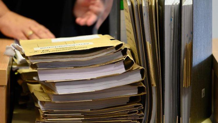 Die Akten der Staatsanwaltschaft. Foto: Rainer Jensen/dpa