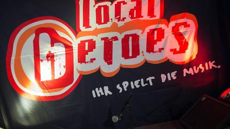 Ein Plakat mit dem Logo von