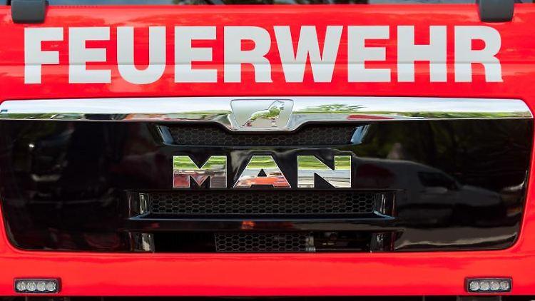 Frontansicht eines Löschfahrzeugs. Foto: Hauke-Christian Dittrich/dpa
