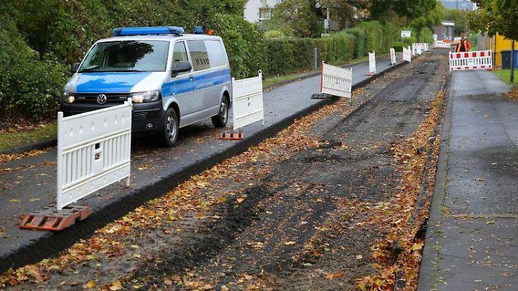 Ein Auto der Kampfmittelbeseitigung steht in Göttingen. Foto: Stefan Rampfel/dpa