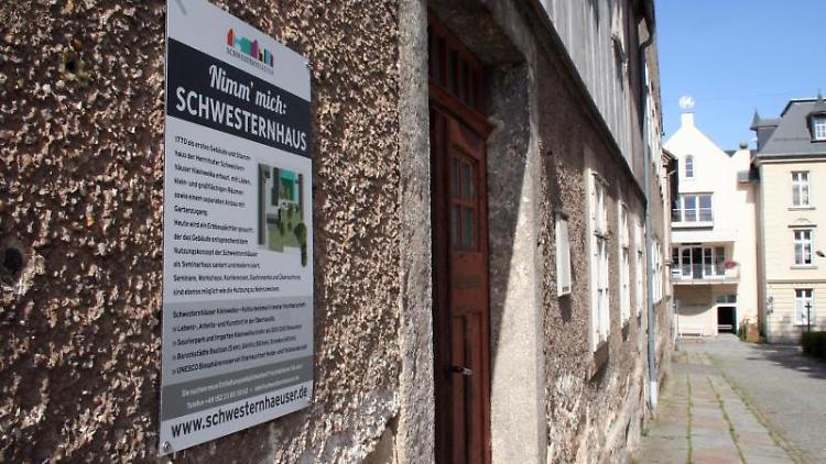 Die Schwesternhäuser sind in Kleinwelka zu sehen. Foto: Miriam Schönbach/zb/dpa