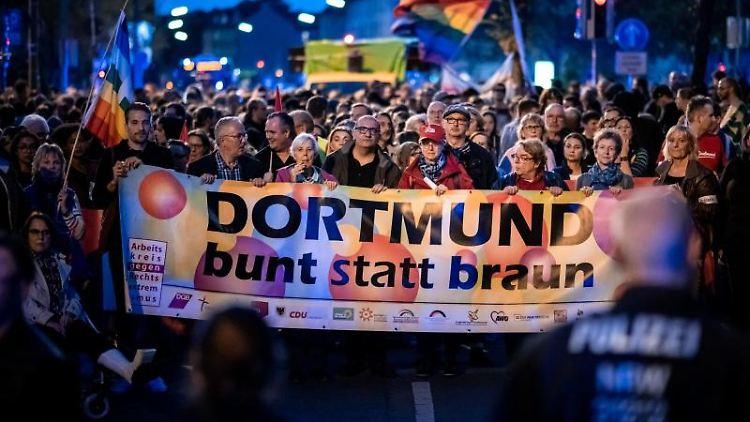 Demos gegen Antisemitismus und Neonazis in Dortmund. Foto: Fabian Strauch/dpa