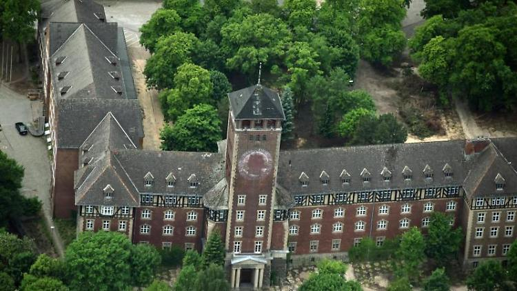 Das Gelände des denkmalgeschützten ehemaligen Landtags auf dem Brauhausberg in Potsdam. Foto: Bernd Settnik/dpa-Zentralbild/dpa