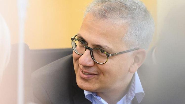 Tarek Al-Wazir (Bündnis 90/Die Grünen), Stellvertretender Ministerpräsident in Hessen, während einer Plenarsitzung. Foto: Silas Stein/dpa