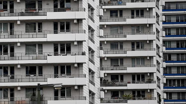 Wohnhäuser in Berlin. Foto: Britta Pedersen/dpa-Zentralbild/dpa