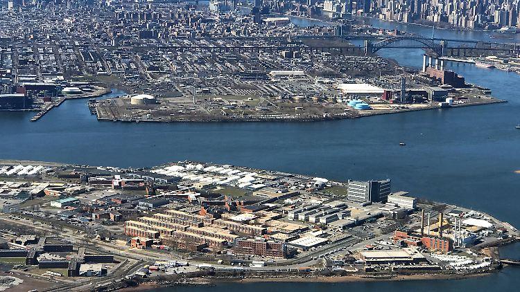 Prominente Häftlinge wie Rapper Tupac Shakur und Ex-IWF-Chef Strauss-Kahn saßen bereits in Rikers Island ein.