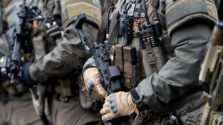 Polizisten des SEK (Spezialeinsatzkommando). Foto: Sven Hoppe/Archiv