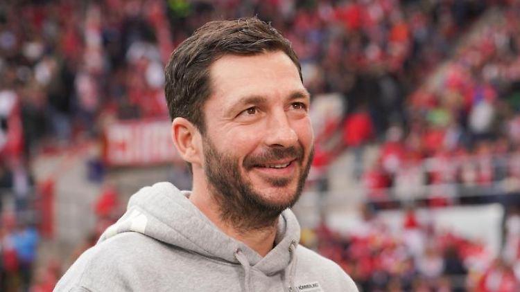 Trainer Sandro Schwarz von Mainz vor dem Spiel. Foto: Frank Rumpenhorst/dpa/Archivbild