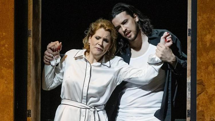Die Sänger Julia Kleiter als Donna Anna und Andrè Schuen als Don Giovanni. Foto: Markus Scholz/dpa/Archivbild