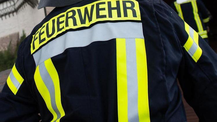 Einsatzkräfte der Feuerwehr. Foto: Swen Pförtner/dpa