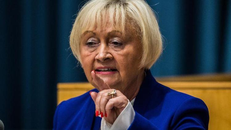 Cornelia Willius-Senzer spricht im Landtag. Foto: Andreas Arnold/dpa
