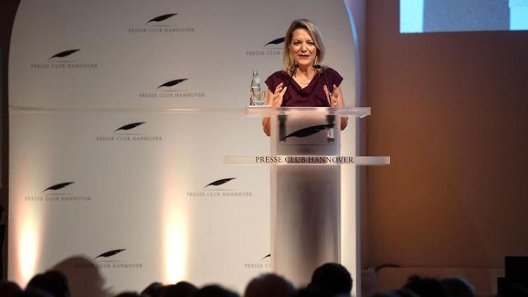 Antje Boetius spricht bei der Verleihung des Leibniz Ringes an sie. Foto: Sina Schuldt/dpa