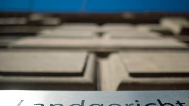 Die Fassade des Landgerichts in Braunschweig. Foto: Julian Stratenschulte/dpa/Archivbild