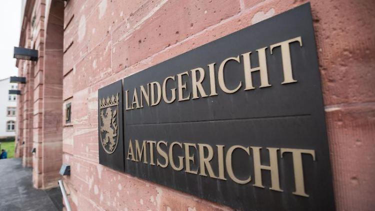 Prozessbeginn am Landgericht Hanau. Foto: Frank Rumpenhorst/dpa/Archivbild