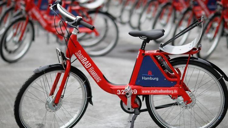 Hamburg soll 31 neue Stationen für Stadtrad-Fahrräder bekommen. Foto: Christian Charisius/dpa/Archivbild