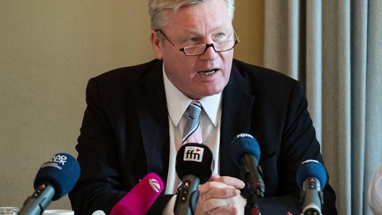 Bernd Althusmann (CDU), Niedersachsens Wirtschaftsminister, auf einer Pressekonferenz. Foto: Peter Steffen/dpa