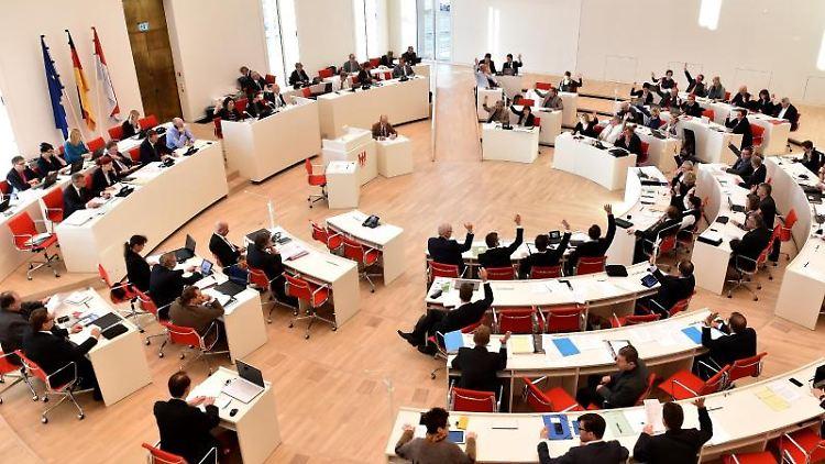 Eine Sitzung im Brandenburger Landtag. Foto: Bernd Settnik/dpa-Zentralbild/ZB/Symbolbild