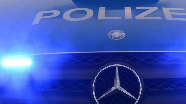 Polizeiwagen mit Blaulicht. Foto: Patrick Seeger/dpa/Symbolbild