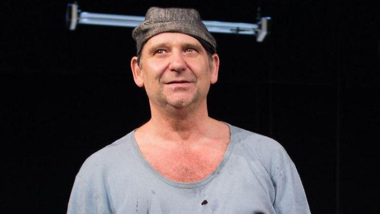 Der Schauspieler Bernhard Stengele bei einer Probe. Foto: Sebastian Kahnert/dpa-Zentralbild/dpa
