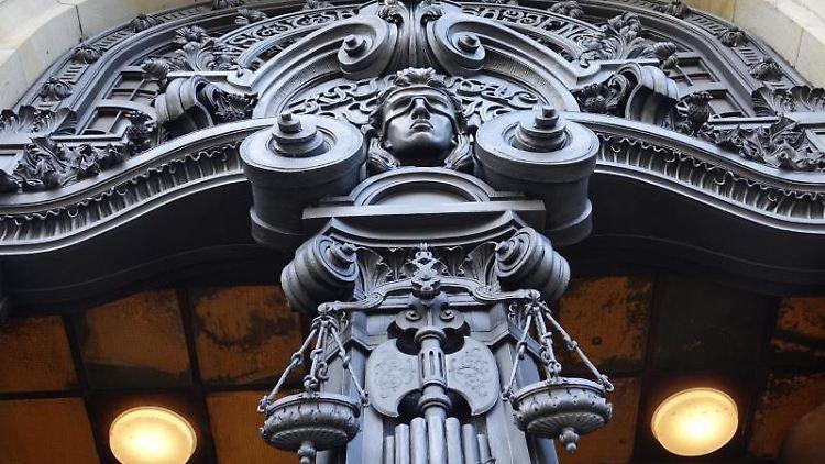 Der Eingang des Landgerichts Berlin. Foto: Sven Braun/dpa/Archivbild