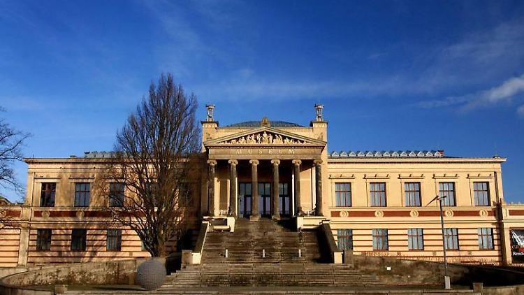 Der entzug von Kunst aus Privatbesitz in der DDRwird von der Forschung in den Blick genommen. Foto: Jens Büttner/zb/dpa/Archivbild