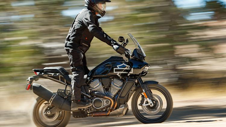 Harley_Davidson_Pan_America_1.jpg