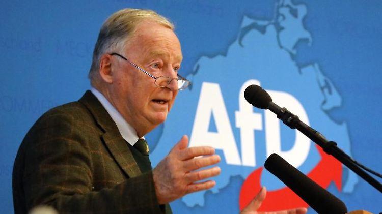 Alexander Gauland, AfD-Bundesschef, spricht als Gastredner auf dem AfD-Landesparteitag. Foto: Bernd Wüstneck/dpa-Zentralbild/dpa