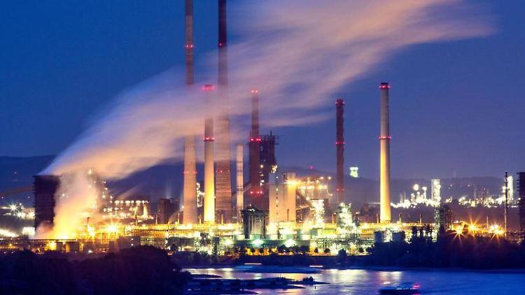 Mit Hilfe von Wasserstoff will Thyssenkrupp die Stahlproduktion sauberer machen. Foto: Marcel Kusch/dpa/Archivbild