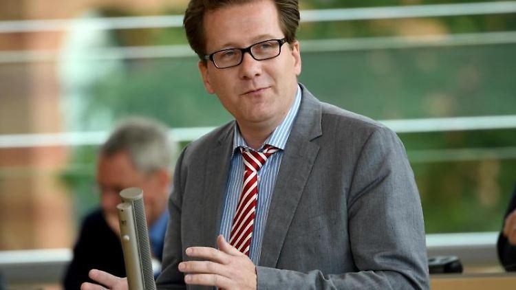 Der SPD-Abgeordnete Martin Habersaatspricht bei einer Landtagssitzung. Foto: Carsten Rehder/dpa/Archivbild