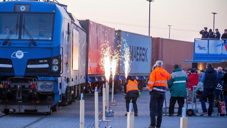 Der erste Containerzug derSeidenstraßeninitiative in Mukran. Foto: Jens Büttner/dpa-Zentralbild/dpa