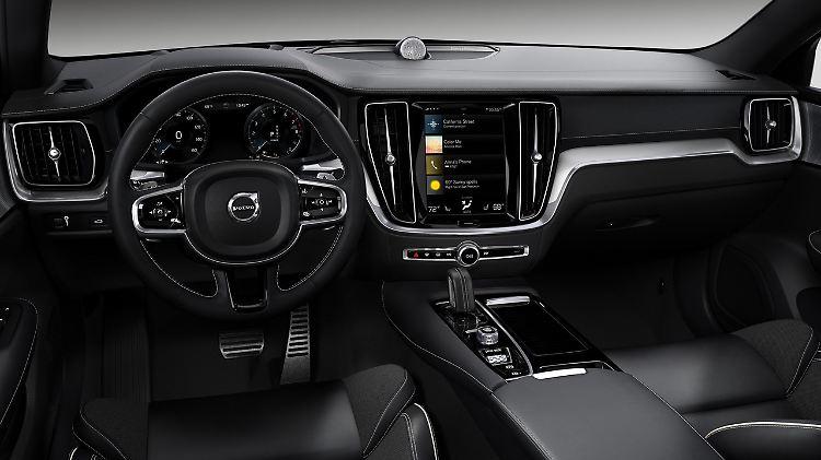7 Volvo V60 Polestar Engineered.jpeg
