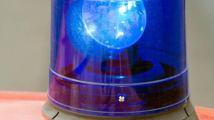 Ein Blaulicht. Foto: Patrick Pleul/dpa-Zentralbild/dpa/Archivbild