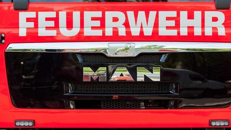Blick auf einen Einsatzwagen der Feuerwehr. Foto: Hauke-Christian Dittrich/dpa/Symbolbild
