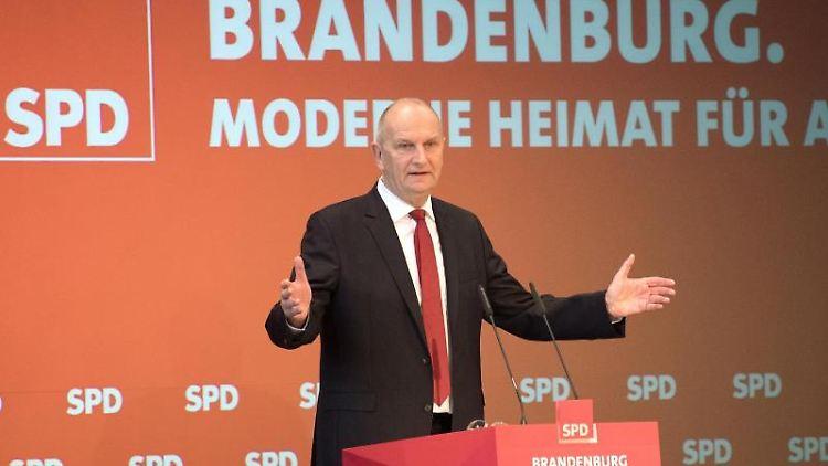 Der brandenburgische SPD-Parteivorsitzende und Ministerpräsident Dietmar Woidke hält eine Rede. Foto: Ralf Hirschberger/dpa-Zentralbild/dpa
